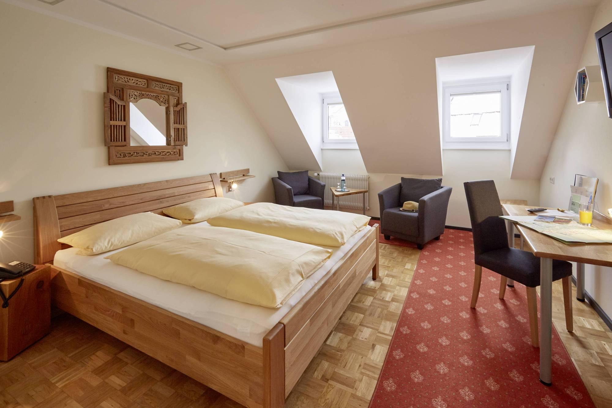 Kleiner Kühlschrank Im Hotelzimmer : Komfort deluxe suite offenes badezimmer van der valk hotel